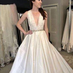 Alone bridal gown-Wedding dress